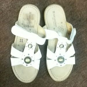 Naturalizer white sandles